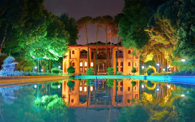 Hasht_Behesht_palace_at_night
